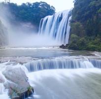 【經典貴州】黃果樹瀑布、馬嶺河大峽谷、郎德上寨、多彩貴州秀8日(無購物無自費)