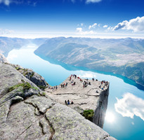 【蜜月典藏】挪威聖壇岩健行、三大峽灣、貴族峽灣旅館、高山縮影火車11日