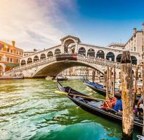 【蜜月典藏】義大利天空之城、彩色島、雙遊船、雙藝術聖堂、羅馬夜遊10日